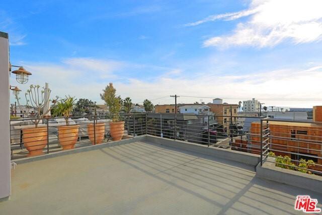 210 PACIFIC Ave, Venice, CA 90291