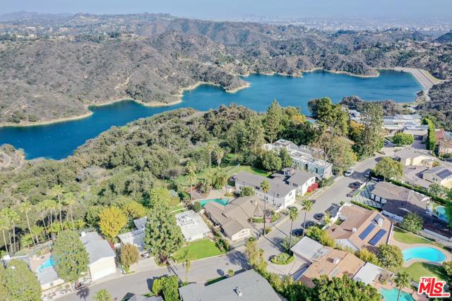 2254 Stradella Road, Los Angeles CA: http://media.crmls.org/mediaz/FAB6E73E-0828-4E35-9706-B7A6A68E2D46.jpg