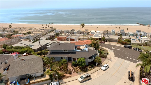 7001 Rindge Avenue, Playa del Rey CA: http://media.crmls.org/mediaz/FADA3080-A87A-4124-B509-029C3DC07413.jpg