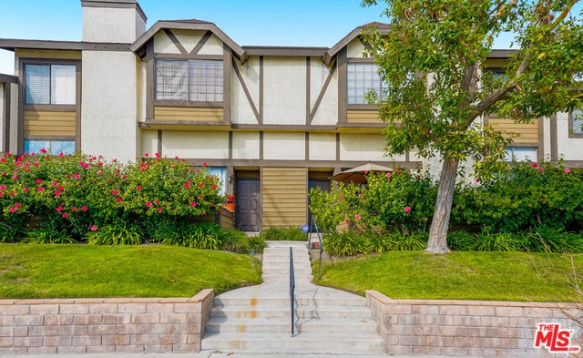 21153 LASSEN Street # 4 Chatsworth CA 91311