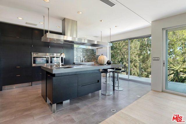 7831 Hillside Avenue, Los Angeles CA: http://media.crmls.org/mediaz/FB5F73D4-2944-490B-99AF-FEB4F24B2CDE.jpg