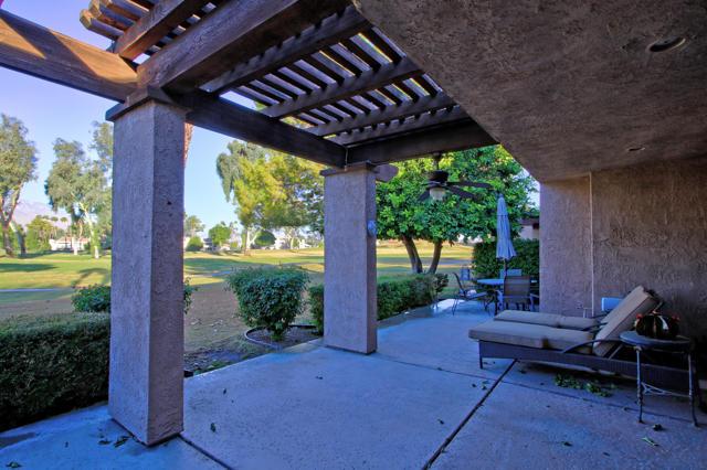 743 Inverness Drive, Rancho Mirage CA: http://media.crmls.org/mediaz/FB64CD56-FBA3-438C-8DAD-8F61AA1663B1.jpg
