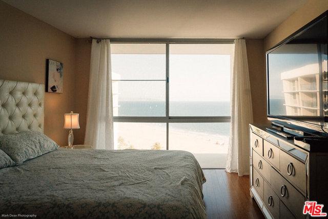 201 OCEAN Avenue, Santa Monica CA: http://media.crmls.org/mediaz/FB9EDC0D-C0B2-479E-A098-5F15ABA3BEBE.jpg