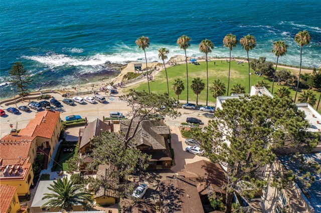 1021 Coast Blvd, La Jolla CA: http://media.crmls.org/mediaz/FBACD6F8-578D-44F5-BE2C-C3BB8FFE4090.jpg