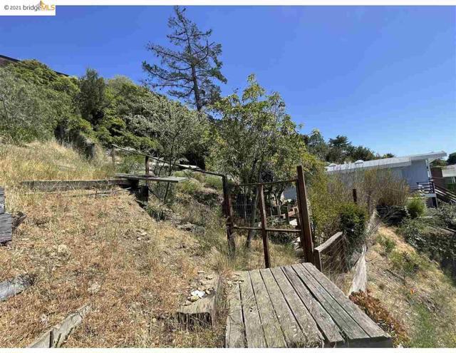 2142 Junction Ave, El Cerrito CA: http://media.crmls.org/mediaz/FBCFF49C-B599-45D1-ABE0-A6D88676B309.jpg