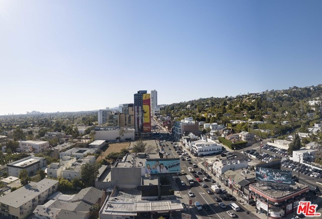 1022 Hilldale Avenue, West Hollywood CA: http://media.crmls.org/mediaz/FBD2493D-44EA-4F48-9E3C-39604E6F047B.jpg