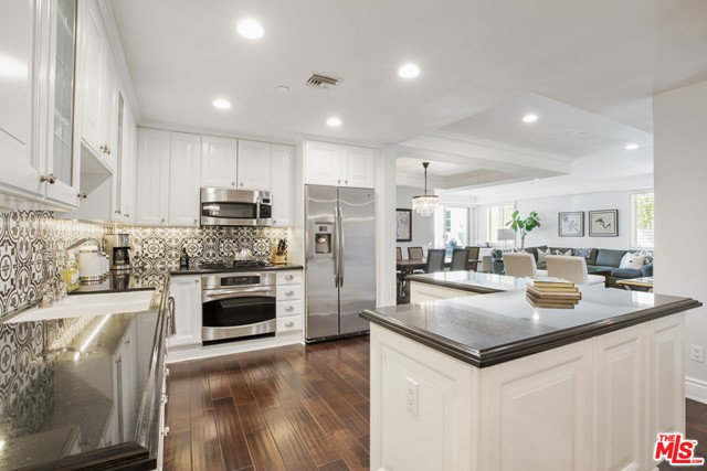 860 Haverford Ave 203, Pacific Palisades, CA 90272