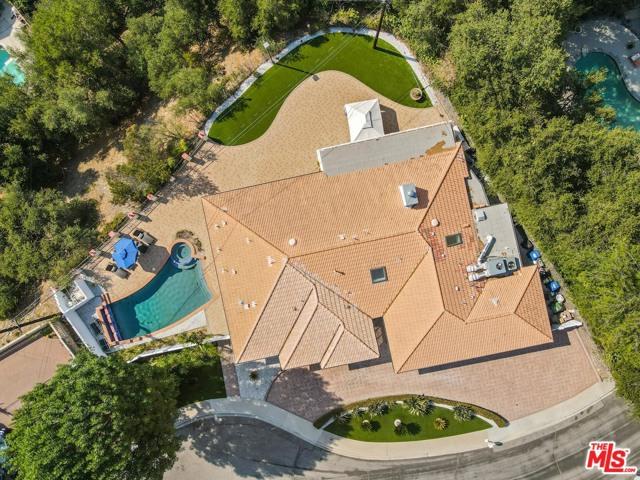4311 Coquette Place, Tarzana CA: http://media.crmls.org/mediaz/FC1DC565-3BFF-48A7-AED6-248FD50B3369.jpg