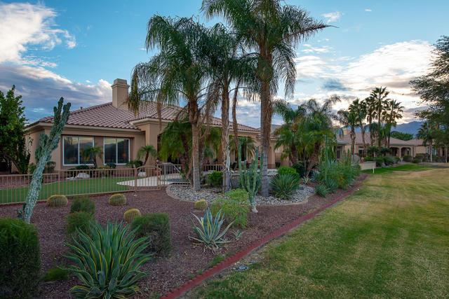 59 Calle De Oro, Rancho Mirage CA: http://media.crmls.org/mediaz/FC1F0DEC-9F71-4D8C-9581-4400E07966A6.jpg