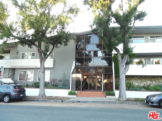 2021 California Avenue, Santa Monica CA: http://media.crmls.org/mediaz/FC45076C-BFC9-49B0-B8A3-739AF7A83D05.jpg