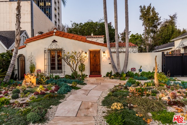 Single Family Home for Rent at 6335 Warner Drive Los Angeles, California 90048 United States