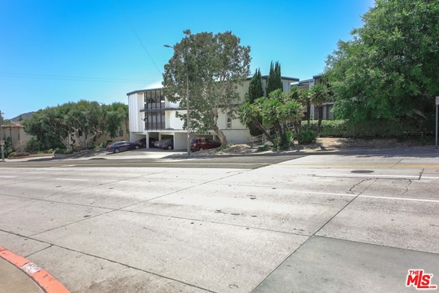 2300 Montrose Avenue, Montrose CA: http://media.crmls.org/mediaz/FC87BA28-9BCD-4B06-BC2E-8FDD39E48AAD.jpg
