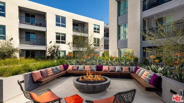 11058 Chandler Boulevard, Los Angeles CA: http://media.crmls.org/mediaz/FD9FEA22-24E1-489B-A54B-363C8FF79E1D.jpg