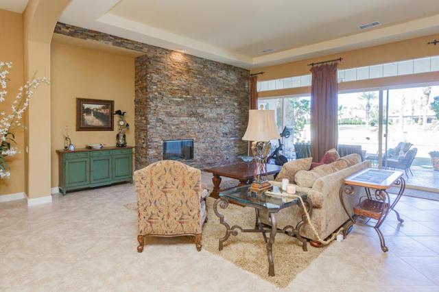 81410 Golf View Drive, La Quinta CA: http://media.crmls.org/mediaz/FDC61D82-7513-4A11-800D-DA42C4E35832.jpg