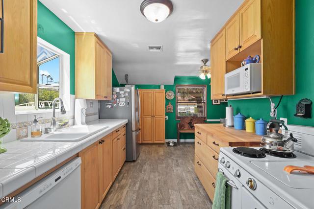 9716 Helen Avenue, Shadow Hills CA: http://media.crmls.org/mediaz/FDF23457-1EF2-4851-B814-F651DC5E16A0.jpg