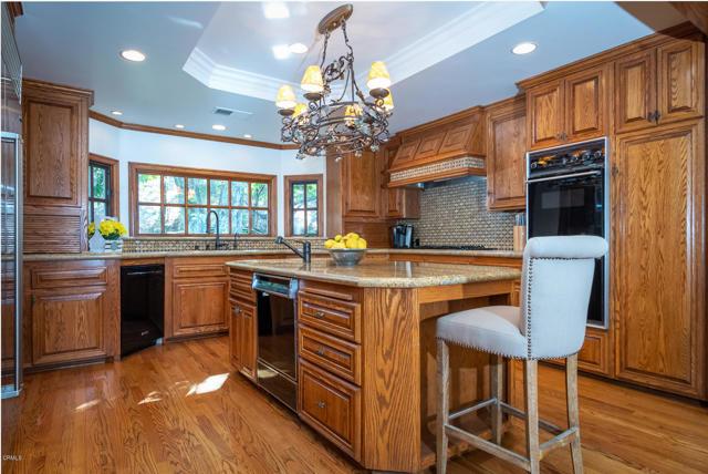 511 Berkshire Avenue, La Canada Flintridge CA: http://media.crmls.org/mediaz/FEDC0331-EF11-46BD-A458-D0C0F89C8136.jpg