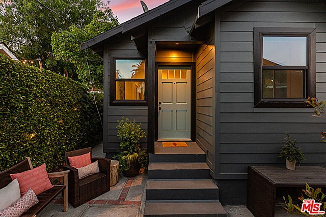 2217 1/2 Scott Avenue, Los Angeles CA: http://media.crmls.org/mediaz/FEF85278-49B1-4F34-B503-A66EDC134931.jpg