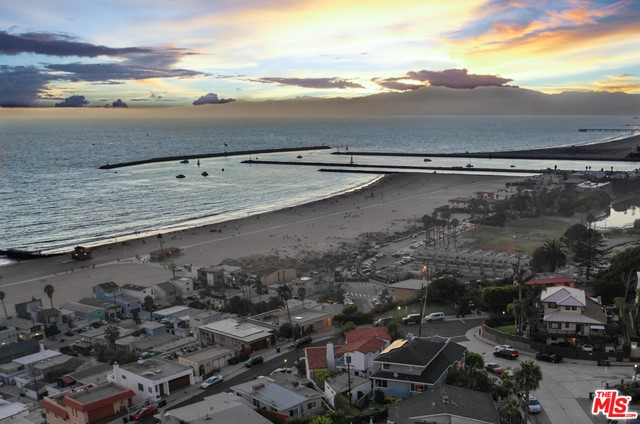 7001 Rindge Avenue, Playa del Rey CA: http://media.crmls.org/mediaz/FF0EBA59-1543-47B2-BA2E-70EA5F8AEAF1.jpg