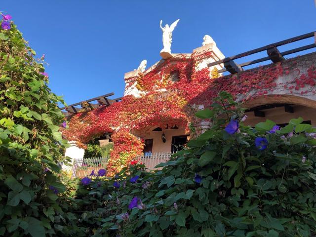 300 Country Club, Carmel Valley CA: http://media.crmls.org/mediaz/FF86D208-BBB7-43EA-A1F1-AE7CDD58C5FB.jpg