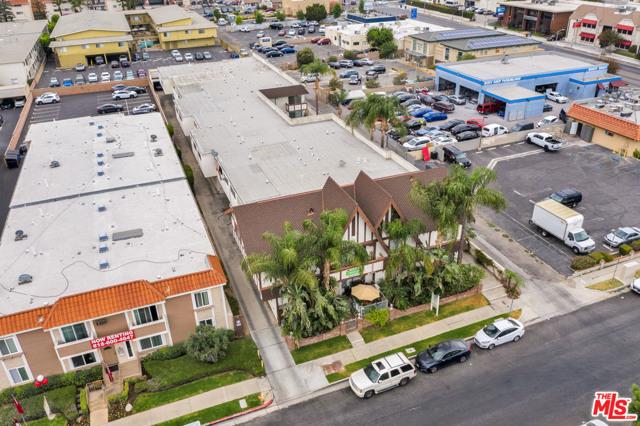 18521 Prairie Street, Northridge CA: http://media.crmls.org/mediaz/FF9DF77F-C8DF-48B6-999A-9091E1096067.jpg
