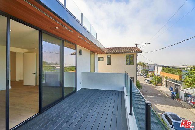 552 Stassi Ln, Santa Monica, CA 90402 photo 32