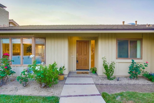 6240 Brynwood Ct, San Diego CA: http://media.crmls.org/mediaz/e27d7bd6-f084-4080-ba6b-f88a4bb00a1e.jpg