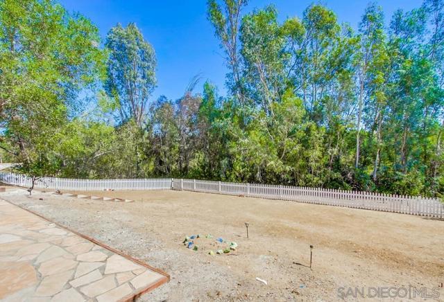 2840 Via Arroyo, Fallbrook CA: http://media.crmls.org/mediaz/eaaacf7d-3636-40c3-bd2a-6adc7abe0d56.jpg