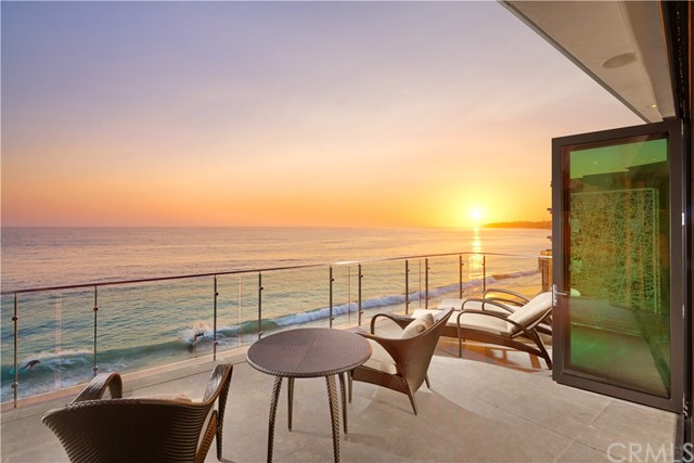 992 Ocean Front | The Village (VIL) | Laguna Beach CA