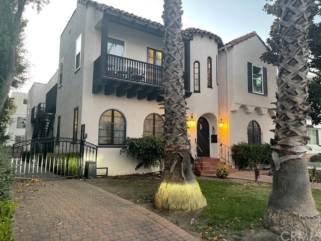 Don't miss this opportunity to own a unique piece of income property in this sought after Beverly Hills neighborhood. This 4 plex comprised of 2 Bedroom/2 Bath Units exude California coastal charm. Each unit is equipped with its own washer/dryer and handsome appliances and upgrades. The property features secured parking.