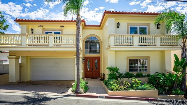 952 8th Street, Hermosa Beach, California 90254, 4 Bedrooms Bedrooms, ,3 BathroomsBathrooms,For Sale,8th,SB20164788