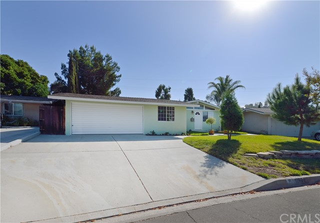 1252 E Walnut Avenue, Glendora, CA 91741
