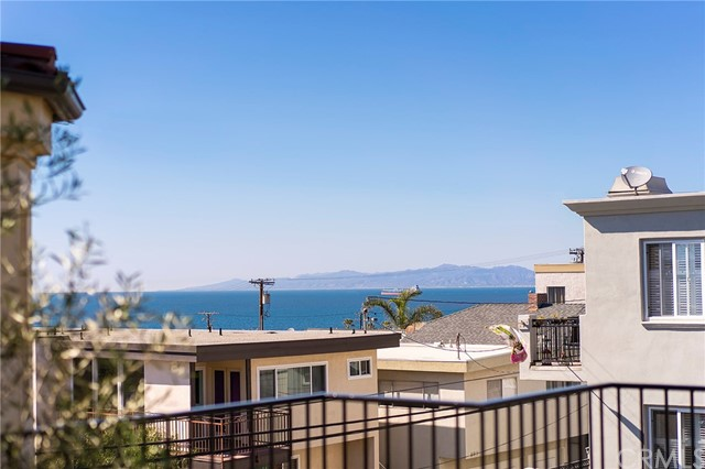 220 8th Street, Manhattan Beach, California 90266, 4 Bedrooms Bedrooms, ,3 BathroomsBathrooms,For Sale,8th,SB21045751