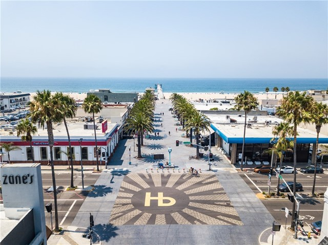 Short distance to downtown Hermosa Beach