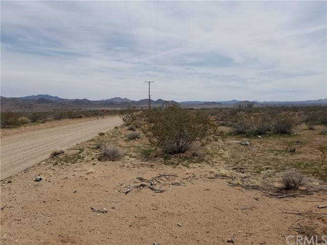 304 Spinel St, Lucerne Valley, CA 92356 Photo 5