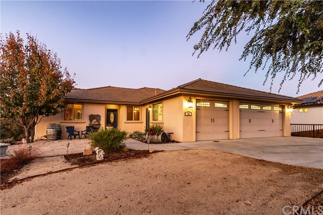 725 Red Cloud Road, Paso Robles, CA 93446