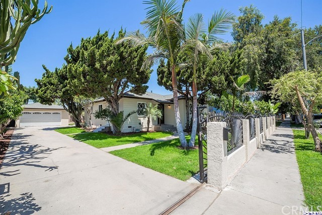221 Locust Avenue, Compton, California 90221, 2 Bedrooms Bedrooms, ,1 BathroomBathrooms,For Sale,Locust,318002486