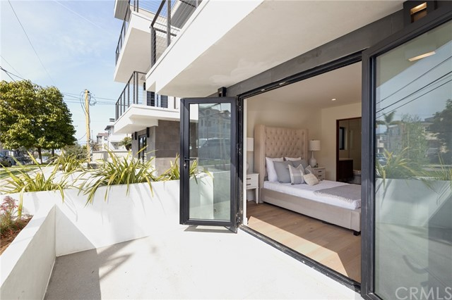 961 5th Street A, Hermosa Beach, California 90254, 4 Bedrooms Bedrooms, ,1 BathroomBathrooms,For Sale,5th,SB21063433