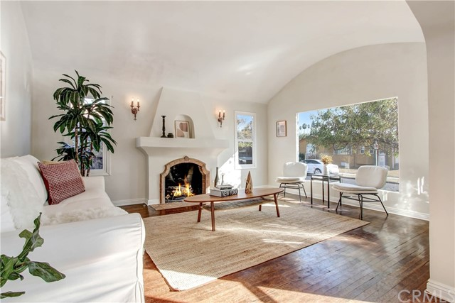 2911 W 30th Street, Los Angeles, CA 90018
