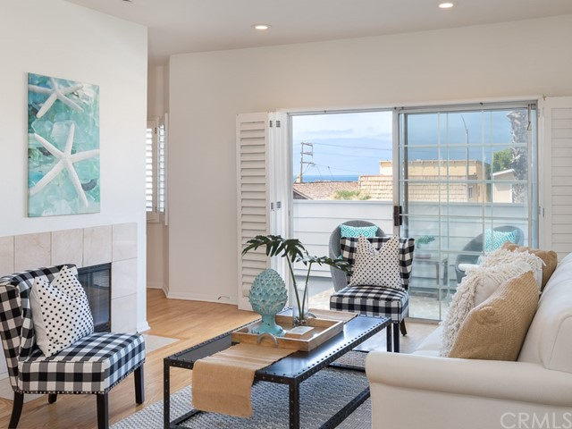 446 Monterey Boulevard 2-E, Hermosa Beach, CA 90254