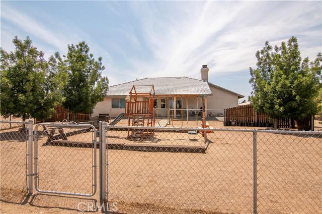 8755 Anaconda Av, Oak Hills, CA 92344 Photo 11