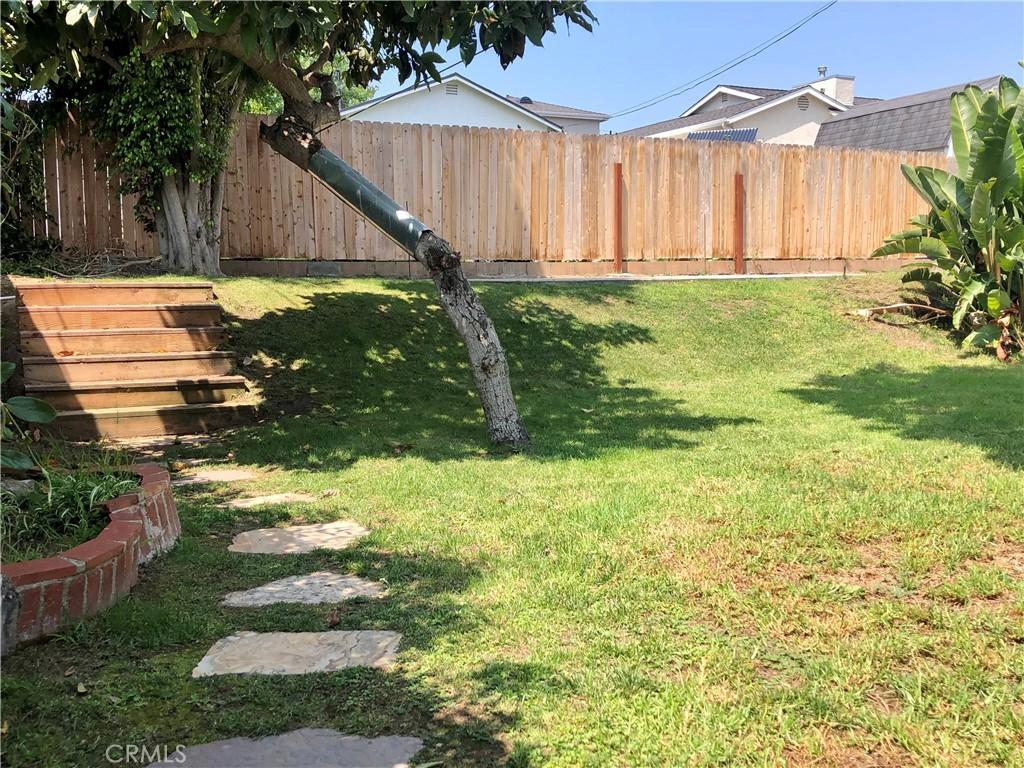 Beautiful backyard with new rear fence