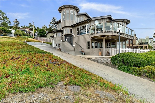 1990  Oxford Avenue, Cambria, California