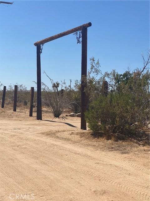 1300 N Los Coyotes Wy, Landers, CA 92285 Photo