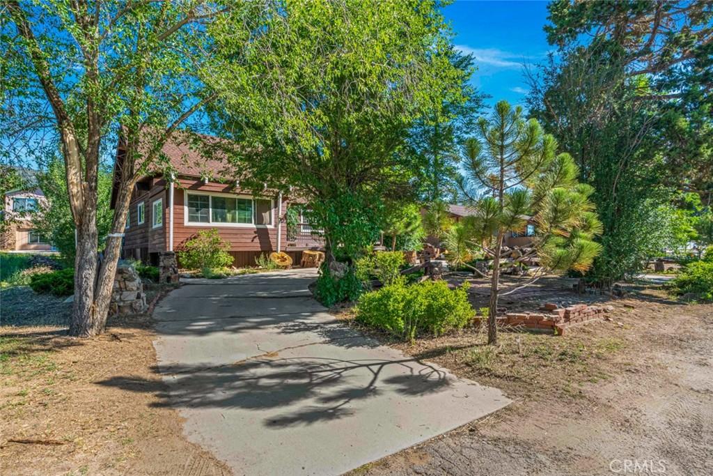 1033   W North Shore Drive, Big Bear CA 92314