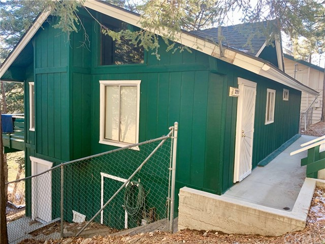 30781 Knoll View Drive, Running Springs, CA 92382