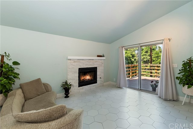 748 Woodland Rd, Crestline, CA 92325