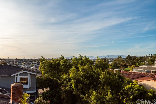 815 1st Street, Manhattan Beach, California 90266, 4 Bedrooms Bedrooms, ,3 BathroomsBathrooms,For Sale,1st,SB20096904