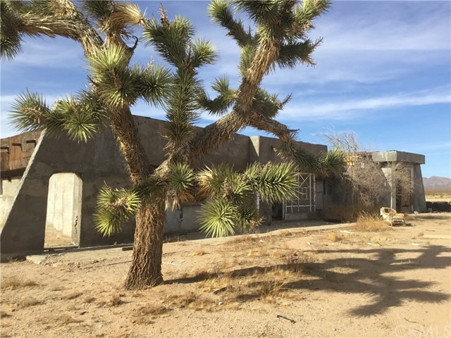 15770 Harrod Rd, Lucerne Valley, CA 92356 Photo 2