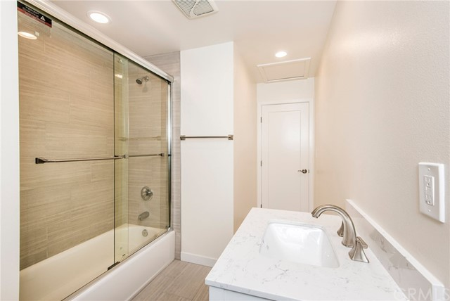 315 Francisca Ave BACK HOUSE, Redondo Beach, California 90277, 1 Bedroom Bedrooms, ,1 BathroomBathrooms,For Rent,Francisca Ave,PV21063419