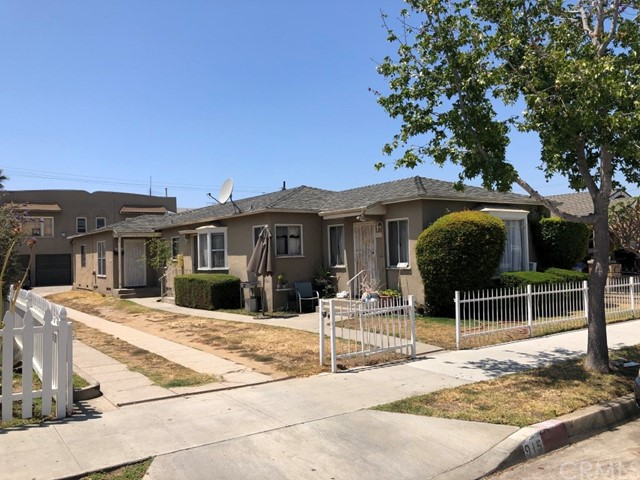This area provides a strong, diverse tenant base with quick access to retail and transportation. Large 7,232 sf lot in a highly desirable area in Long Beach, one of the best housing markets in Southern California.  It is also perfect for an owner occupant with rental income. Also Rose Park area.